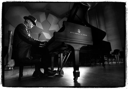 Butch Thompson on piano - high resolution photo
